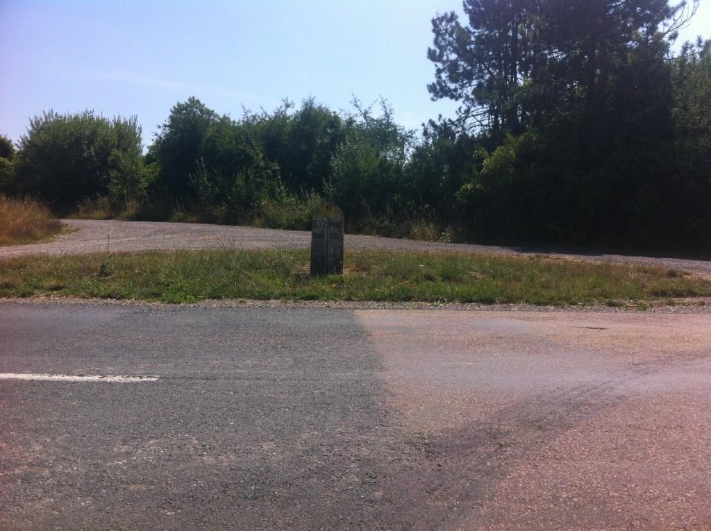 Op de grens van twee departementen, die elk hun asfalt ergens anders betrekken.
